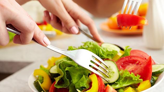 trị nám sau sinh tại nhà hiệu quả khi ăn rau, trái cây