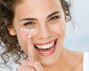 Muốn biết kem dưỡng da vùng mắt nào tốt? Đừng bỏ qua bài viết này!