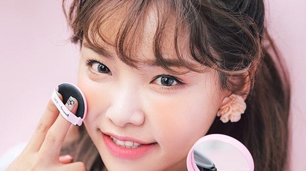 Sử dụng mỹ phẩm hoặc sản phẩm chăm sóc da không thích hợp gây dị ứng da mặt