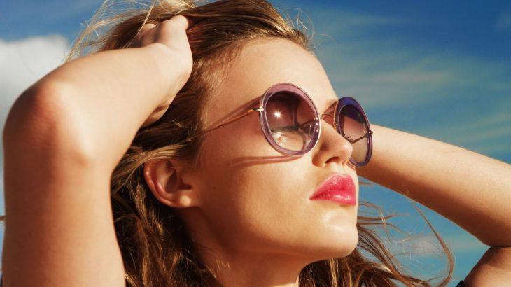 Deo kính râm giúp chăm sóc mắt tốt hơn