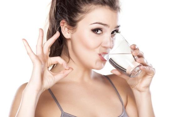 uống nhiều nước làm đẹp da